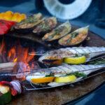 Fisch und Gemüse grillieren auf der Plancha Platte