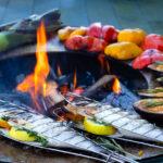 Stimmungsbild - Grillieren mit Fisch und Gemüse