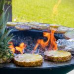 Leckere Ananas auf der Plancha Platte
